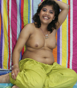 Hot Bhabhi In Shalwar Suit
